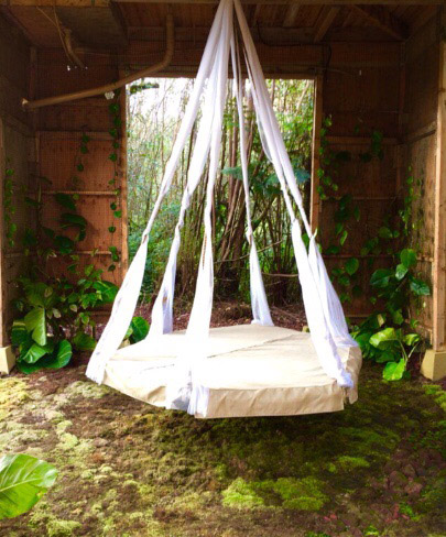DIY Hanging Bed Out of a Trampoline