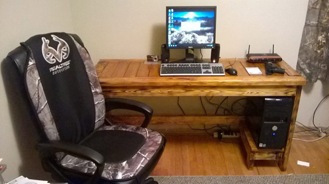 DIY Casual Desk with 2x4s
