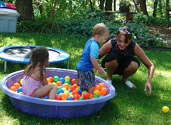 DIY Kiddie Pool Ball Pit