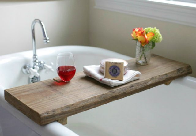 DIY Reclaimed Wood Bath Caddy